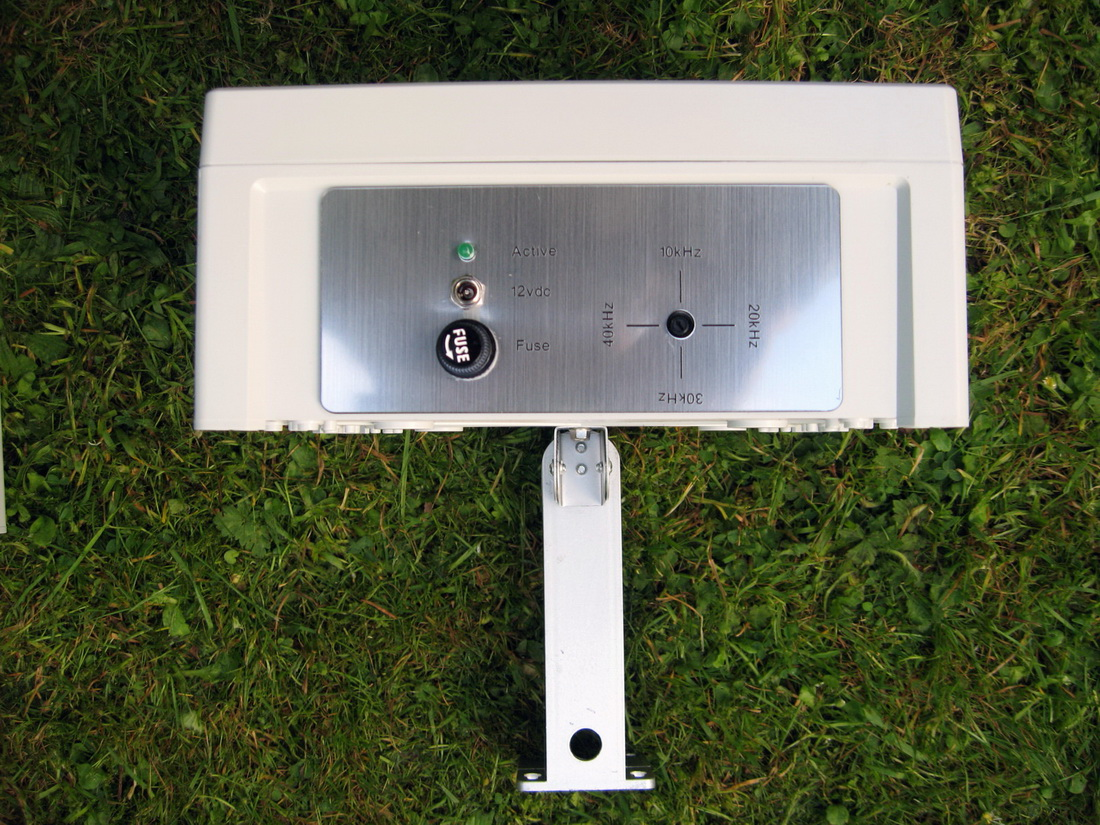 photo of the base of the ultrasonic bird and pigeon repeller